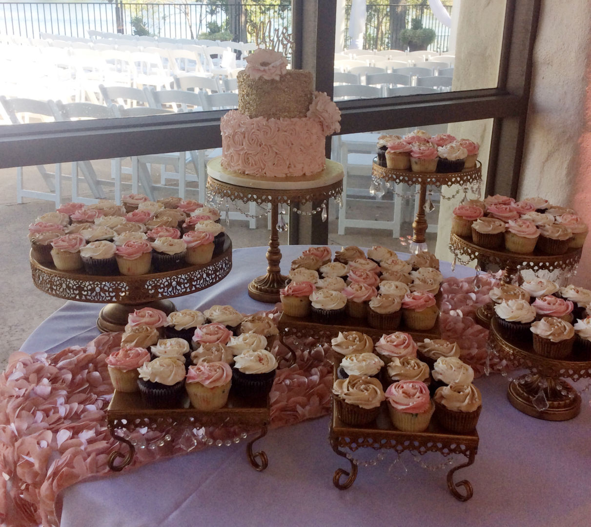 Rustic Wedding Cakes With Cupcakes